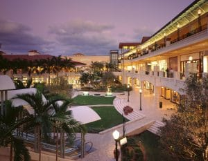 a picture of a outdoor shopping mall